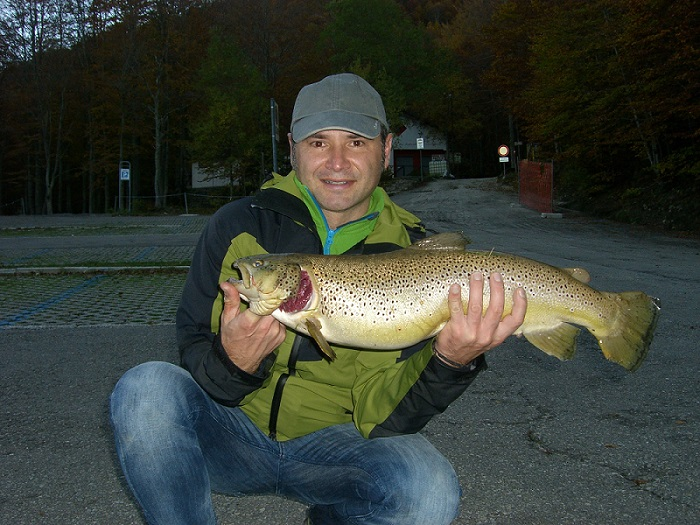 To start a nice picture of my great friend Gabriel, smiling after a catch to envy!
