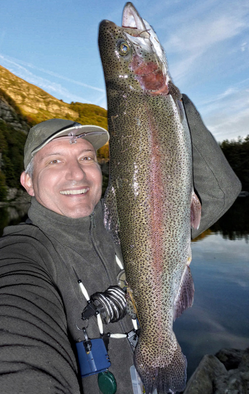 Here's my friend Mark and that 'immortalized with a beautiful RAINBOW .... in his opinion the most' big bark that he took in its waters. GOOD MARCO!